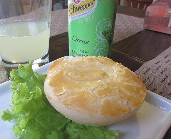 Empada com refrigerante, boa pedida (Foto Panorama do Turismo)