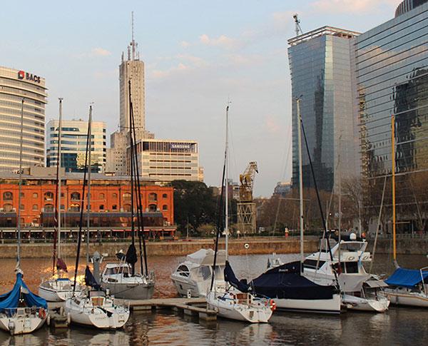 Amanhecer de domingo em Puerto Madero (Fotos Panorama do Turismo)