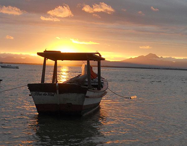 Poético sol poente, visto da ilha (Fotos Panorama do Turismo)