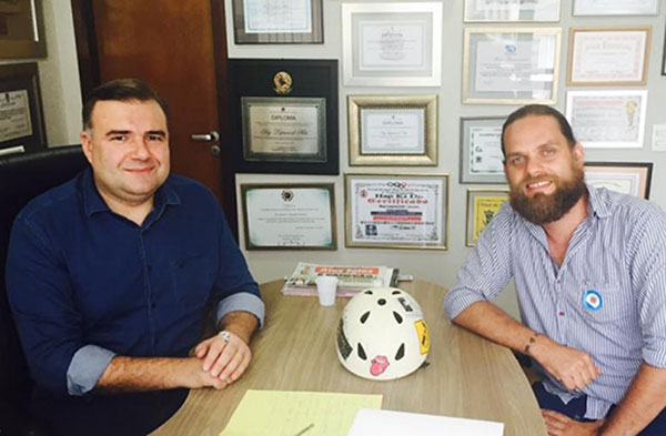 Ney e Goura discutem o projeto no gabinete do deputado (Foto Divulgação)