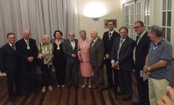 Membros da Academia Joinvilense de Letras. (presidente Milton Maciel, 3º da direita)