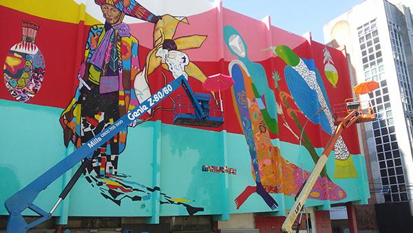O novo mural da cidade, em finalização (Foto Panorama do Turismo)