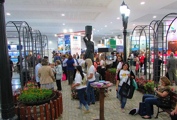 Estande de Curitiba, destaque na entrada da feira (Fotos Panorama do Turismo)