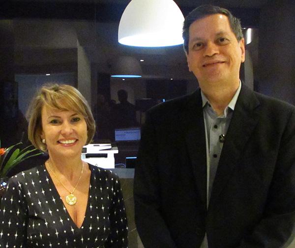 Lilian Oliveira e Antonio Albuquerque, gerente de Vendas e diretor do hotel