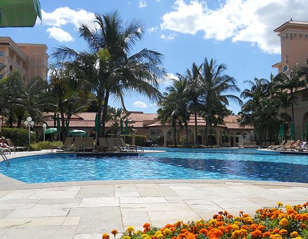Nas piscinas, cenário encantador (Fotos Panorama do Turismo)