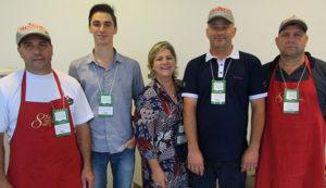 Festa do Vinho de Bituruna 2017: Grupo responsável pela cozinha da festa, tendo ao centro Vânia Climinácio, diretora de Marketing da Paraná Turismo