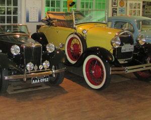 Veículos antigos em exposição em Pinhais