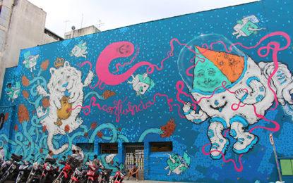 Tour de bicicleta revela arte na rua