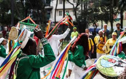 Folclore, gastronomia e movimento de turistas
