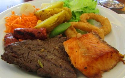 Saladas e grelhados, no Bourbon Curitiba