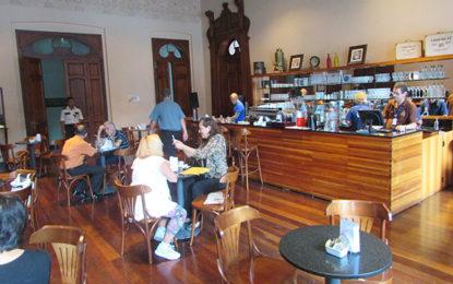 Pelos cafés de Curitiba