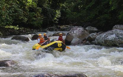 Muita adrenalina, rio abaixo!