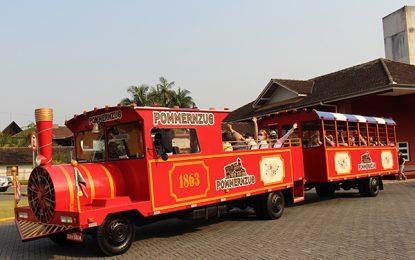 Em Pomerode, a bordo do Pommernzug